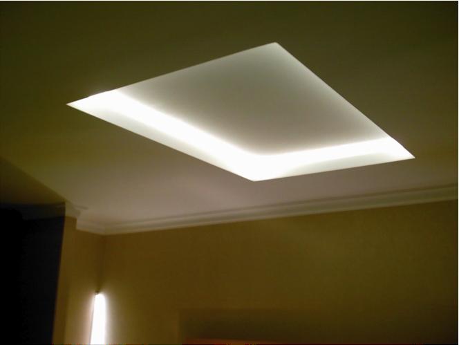 Deckengestaltung mit indirekter Beleuchtung