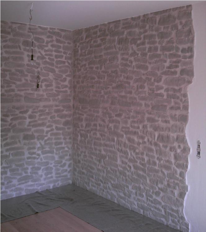 Wandgestaltung in Naturstein-Imitation